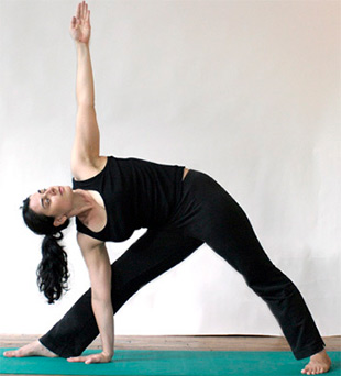 triangle pose in yoga