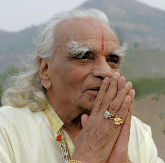 Iyengar Yoga – a great gift to the world by the legendary yoga guru